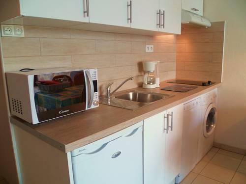 lave linge dans la cuisine 20170716215332. Black Bedroom Furniture Sets. Home Design Ideas